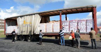 Una caravana humanitaria sale hasta el Sáhara con 22.000 kilos de alimentos
