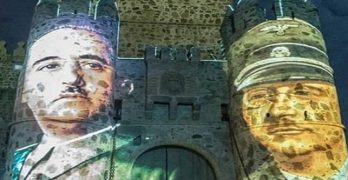 El pueblo que declaró 'grato' a Rajoy proyecta sobre su castillo imágenes de Franco y Himmler