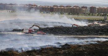 """La retirada de neumáticos, el """"día después"""" de que el incendio se extinga en Madrid"""