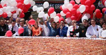 Toledo consigue el 'Guinness' con el plato de jamón más grande del mundo