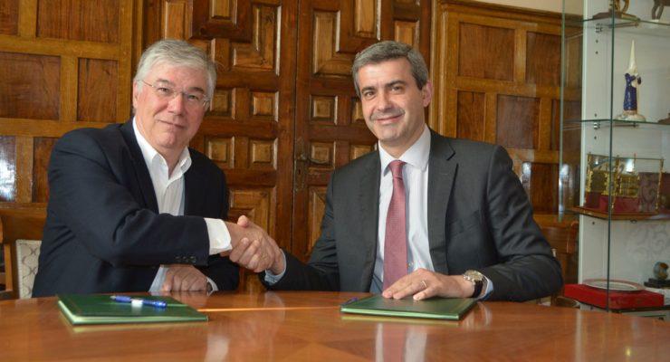 Álvaro Gutiérrez y  José Manuel Tofiño firman un convenio para el 'Cultural Illescas'