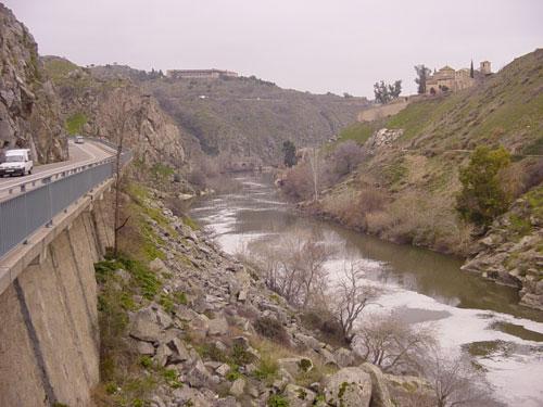 Tolón recuerda al nuevo presidente de la Confederación del Tajo el compromiso con 'Take me to the river'