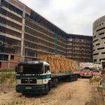 Regresan las grúas al nuevo hospital de Toledo