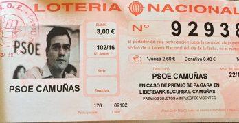 El PSOE de Camuñas vende lotería con la cara de Pedro Sánchez