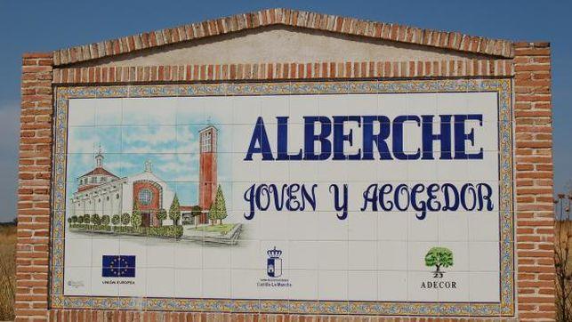 Piden investigar la asistencia de la alcaldesa de Alberche al acto franquista de Madrid