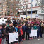 Unas 600 personas vuelven a la calle en Talavera para frenar la gasolinera junto al colegio Pablo Iglesias