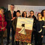 Donan a la Diputación un cuadro pintado durante el concierto 'Talento Femenino'