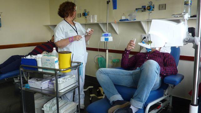 Complejo-Hospitalario-pacientes-enfermeria-oncologica_EDIIMA20160203_0653_19
