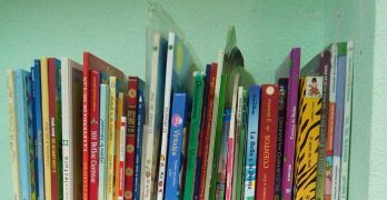 """Un rincón de libros como """"medida de escape"""" en salas de espera para niños o adultos"""