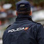 """Detienen a dos jóvenes minutos después de robar un bolso mediante """"un fuerte tirón"""" en el Polígono"""
