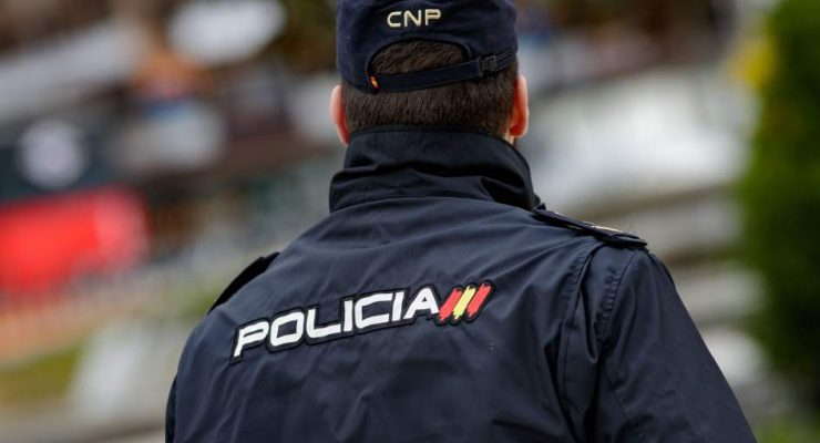 Dos detenidos en Talavera por robar en un supermercado y amenazar y golpear a un empleado