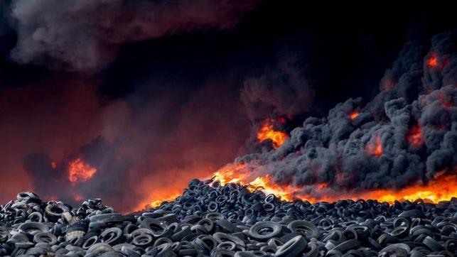 En libertad con cargos un empresario acusado de provocar el incendio del vertedero de neumáticos de Seseña
