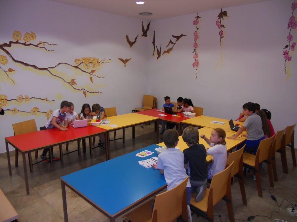 Niños en el Centro de Internet de Illescas (Toledo)