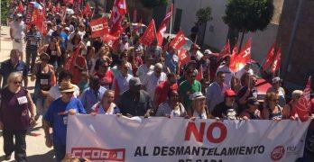 Cerca del mil personas se manifiestan contra el desmantelamiento de la empresa SADA