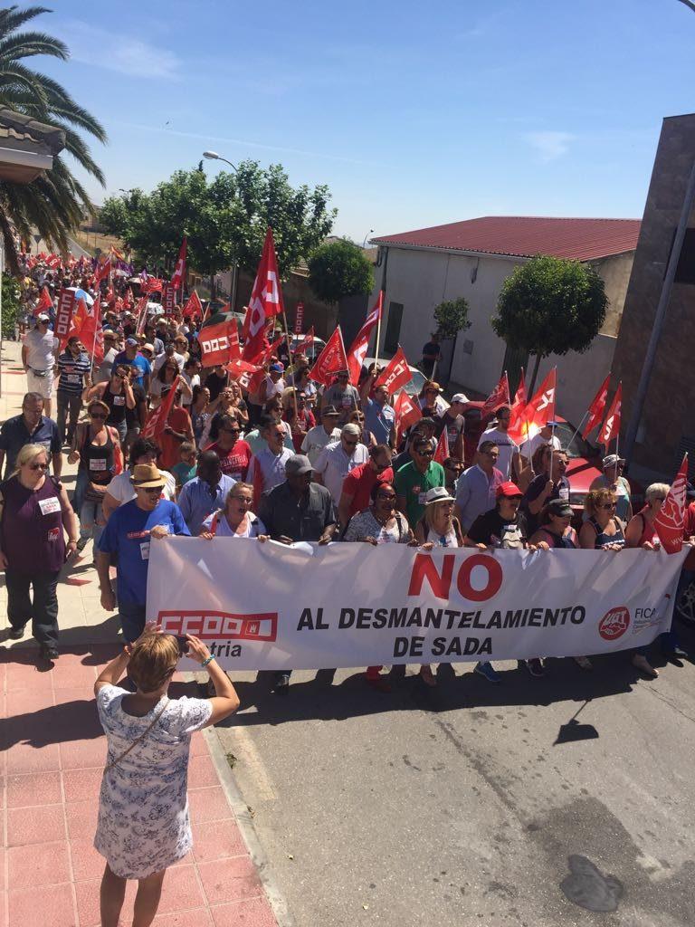 Manifestación en Lominchar contra el desmantelamiento de la empresa SADA. FOTO: CCOO