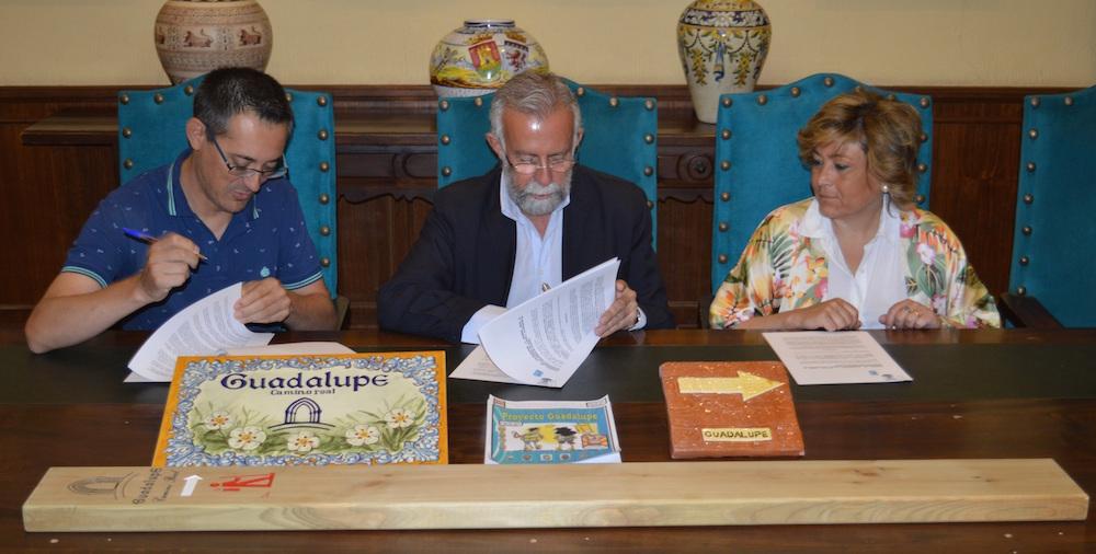 Firma del convenio. FOTO: Ayuntamiento de Talavera