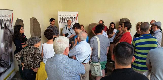 Sergio y Ángela, durante una de las visitas guiadas gratuitas en el Museo de Santa Cruz FOTO: ASOCIACIÓN DE AMIGOS DEL MUSEO DE SANTA CRUZ, ¡VIVO!