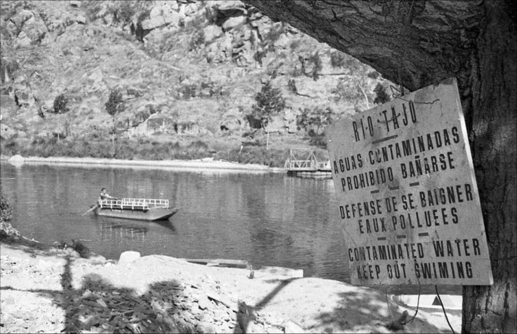 Prohibición de Baño en Toledo, 1972 RAFAEL DEL CERRO MALAGÓN / AYUNTAMIENTO DE TOLEDO