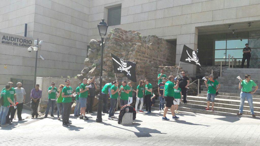 Protesta de los vigilantes de seguridad de la Junta ante el Museo del Ejército de Toledo