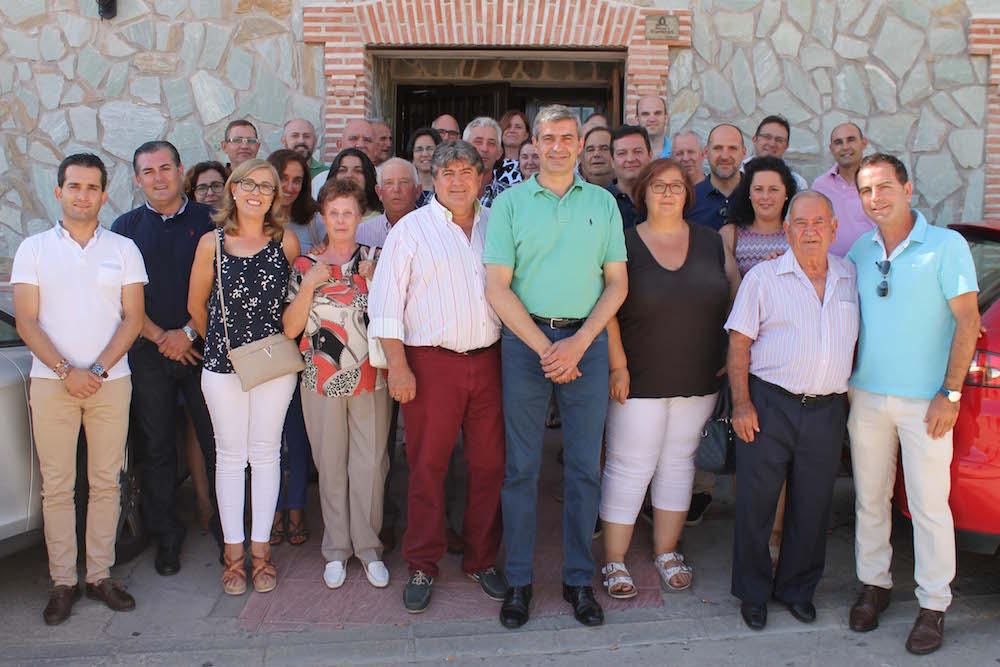 El secretario general del PSOE de la provincia de Toledo en Montearagón con socialistas de agrupaciones locales de la zona. FOTO: PSOE Toledo