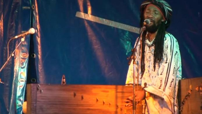 Actuación de Kilema