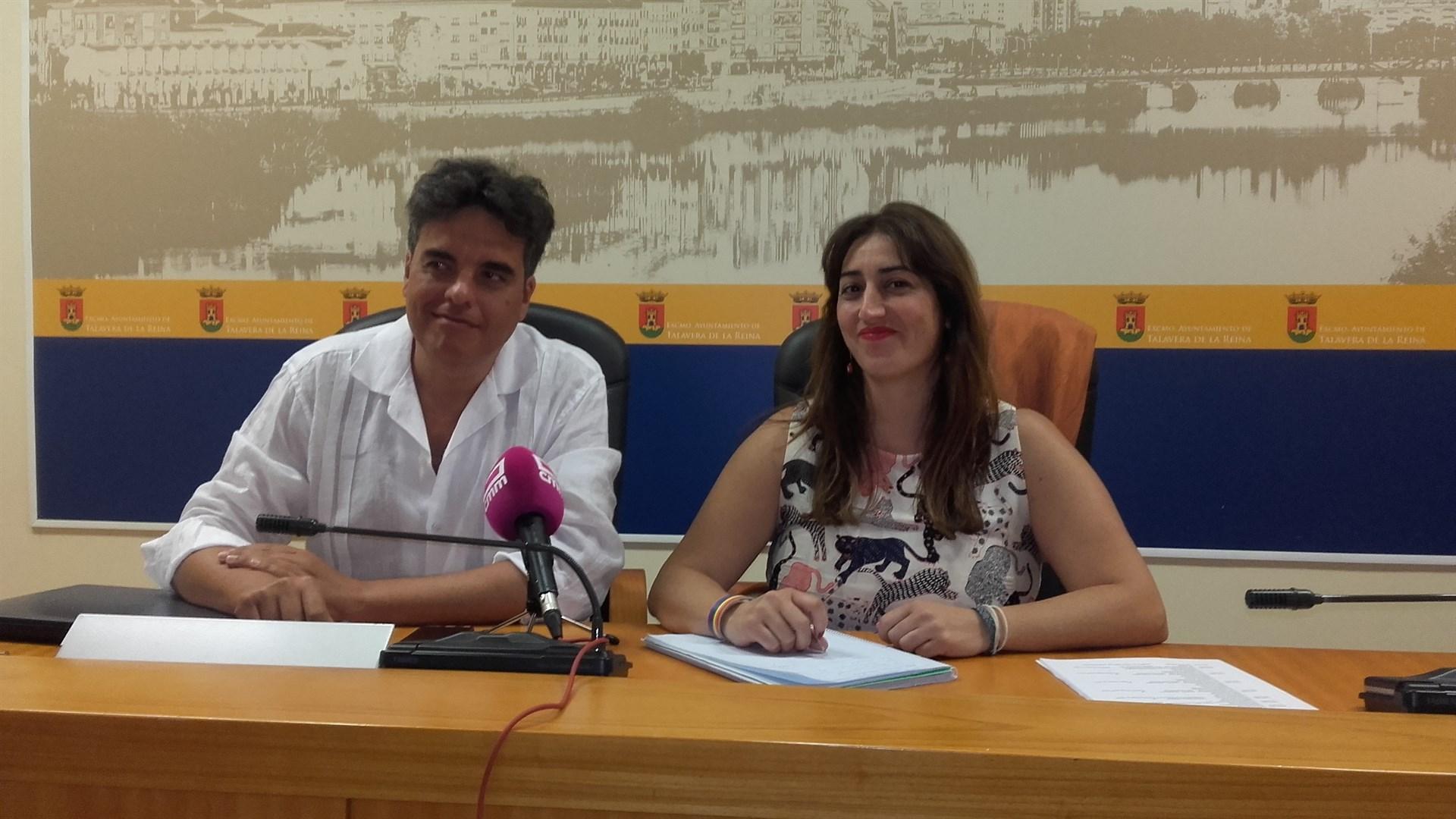 Sonsoles Arnao y Miguel Ángel Sánchez en rueda de prensa