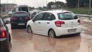 VÍDEOS   Una tromba de agua colapsa los accesos al barrio del Polígono de Toledo