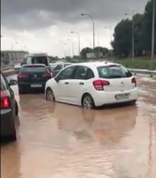 VÍDEOS | Una tromba de agua colapsa los accesos al barrio del Polígono de Toledo