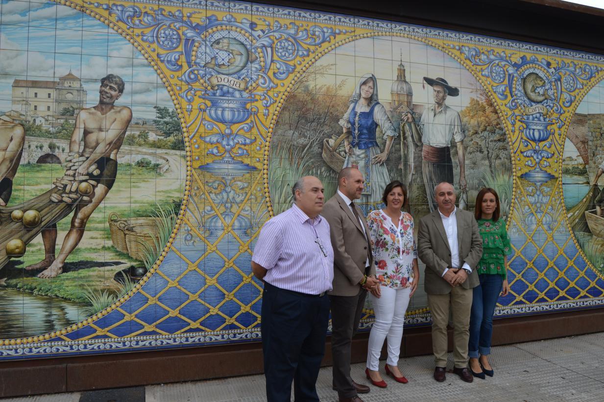 Patricia Franco (centro) hoy en Talavera junto a otras autoridades