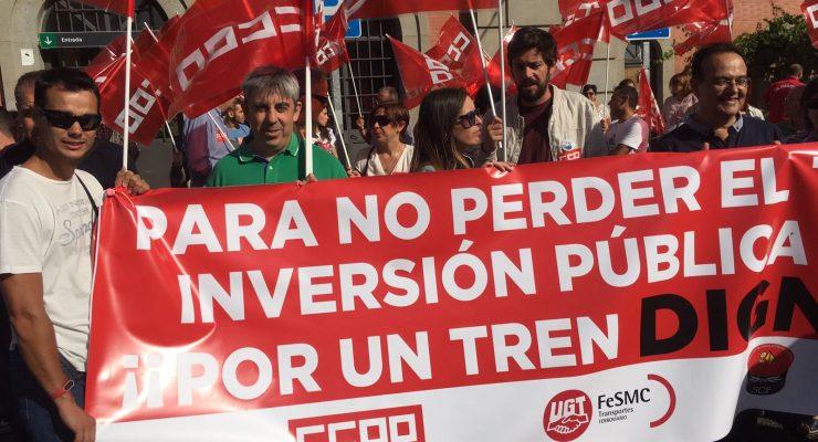 Más de 200 personas se concentran en Talavera 'Por un tren digno ya'