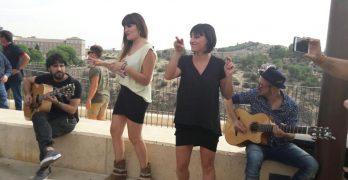 VÍDEO | Rozalén conquista Toledo en un concierto-sorpresa para sus fans