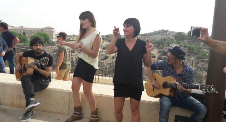 VÍDEO   Rozalén conquista Toledo en un concierto-sorpresa para sus fans