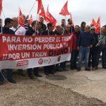 Un centenar de personas se concentran en Illescas 'por un tren digno'