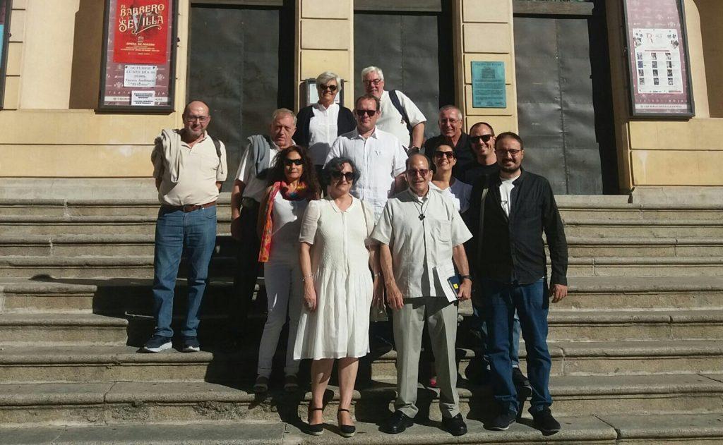 Alejandro Solalinde con activistas de Amnistía Internacional