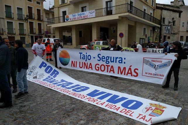 Imagen de una de las numerosas movilizaciones por el Tajo este año.Foto: Ayuntamiento de Sacedón