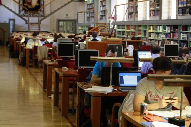 Sala de lectura de la Biblioteca regional