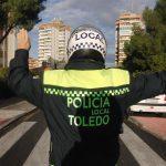 Un menor intenta atropellar a policías locales en una calle en la que se celebraba un acto infantil