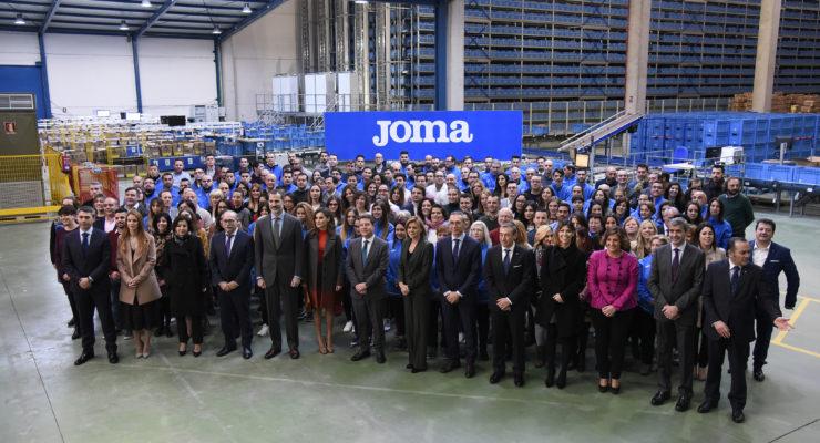 Felipe VI y Letizia felicitan a los trabajadores de Joma por los 54 años de vida de la empresa y les animan a llegar al centenario