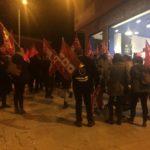 """Un centenar de personas se concentran para denunciar la """"precariedad laboral"""" de Domino's Pizza de Toledo"""
