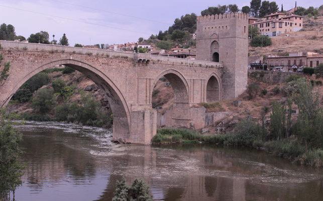 """Más de 11.000 firmas piden a la UNESCO incluir a Toledo entre las ciudades """"amenazadas"""" por el estado del Tajo"""