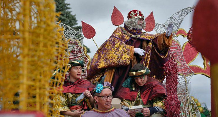 IMÁGENES | Los Reyes Magos convierten las calles de Toledo en un gran espectáculo