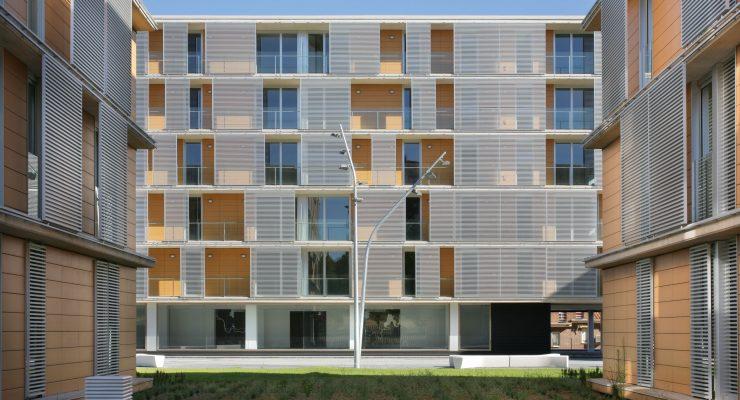 ¿Quién debe solucionar los problemas de las 148 viviendas sociales del Polígono de Toledo?
