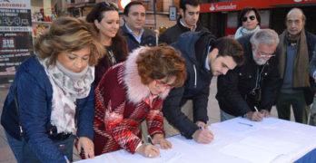 El PP recoge firmas para un grado universitario que no llegará a Talavera