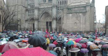 Miles de toledanos se echan a la calle, a pesar de la lluvia, para exigir unas pensiones dignas