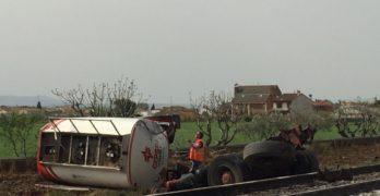 Fallece el conductor de un camión tras chocar con un tren en Calera y Chozas