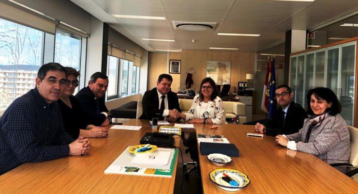 Junta y Ayuntamiento de Cobisa suscriben un convenio para construir un nuevo consultorio local