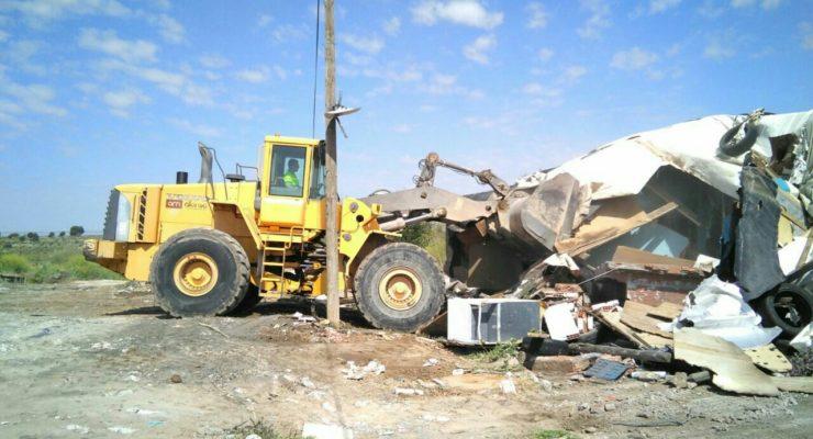 Derrumban las chabolas de las 12 familias realojadas del Cerro de los Palos