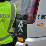 Embisten un vehículo de la Guardia Civil tras robar en un comercio de Sonseca