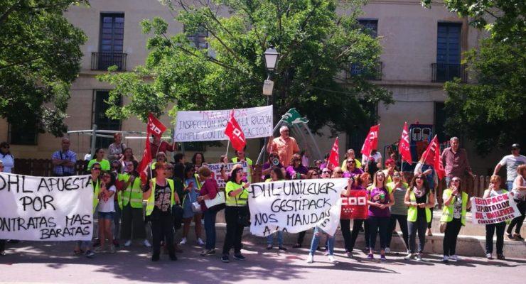 """Las trabajadoras despedidas de DHL Packaging reclaman apoyo institucional contra la """"discriminación de género"""""""