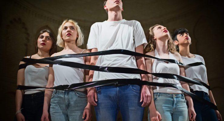 """'Nuestros hijos serán hombres buenos': el teatro como """"catarsis colectiva"""""""